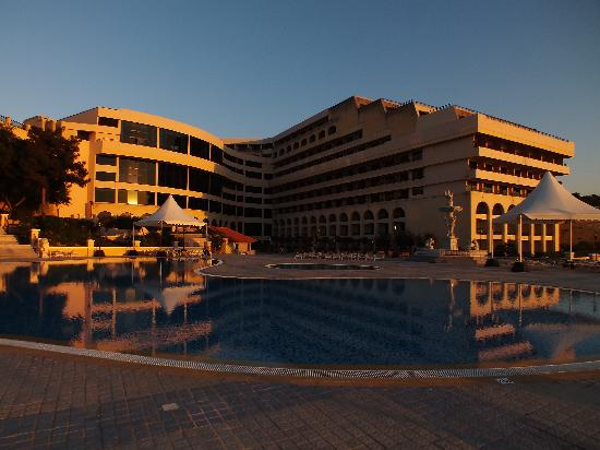 Excelsior Grand Hotel: Hotel at sunset