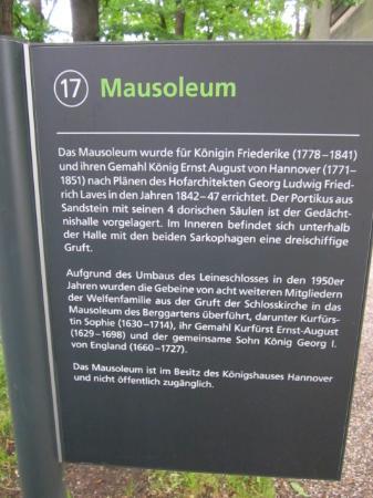 Berggarten: Hinweistafel Mausoleum