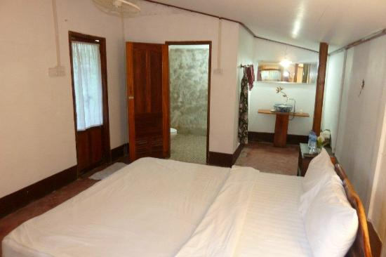 Khoum Xiengthong Guest House: super clean standard room