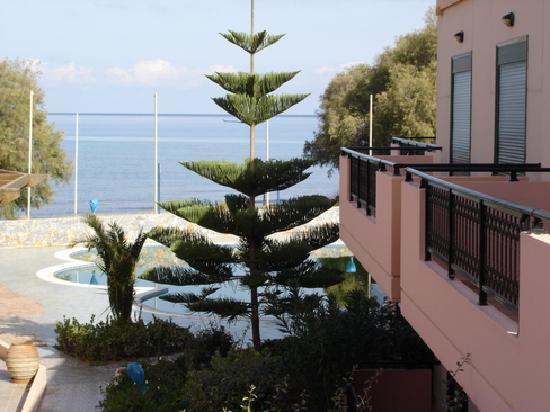 Villa Platanias: exterior