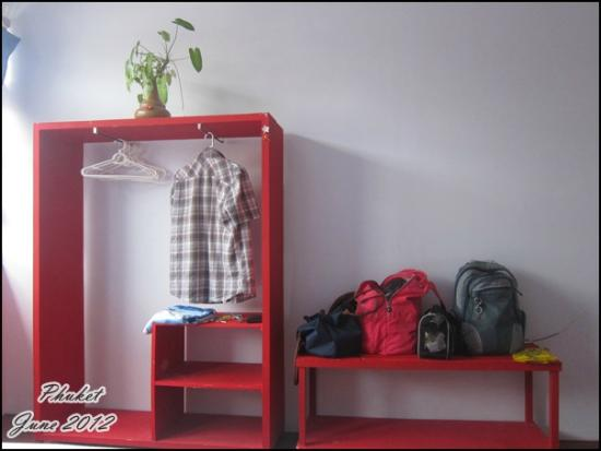 Phuket OldTown Hostel: wardrobe