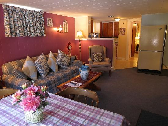 Claddagh Motel & Suites: Two bedroom suite