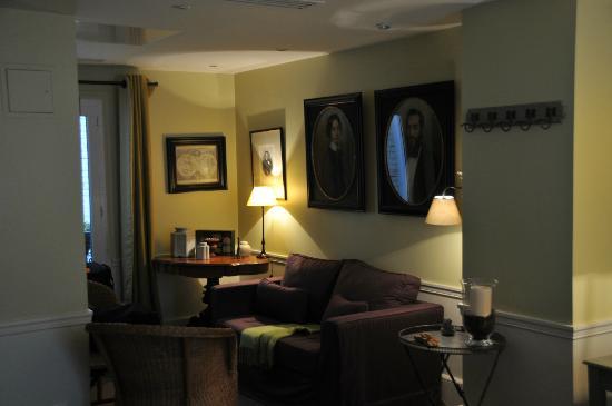 Hotel Sainte Beuve: Côté salon de notre chambre