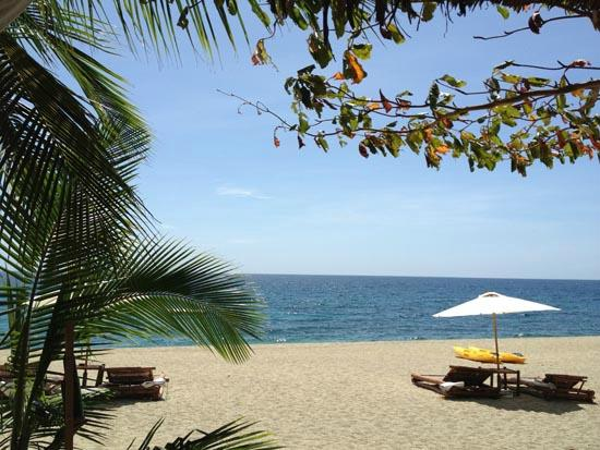 La Luz Beach Resort & Spa: View from one of the cabanas