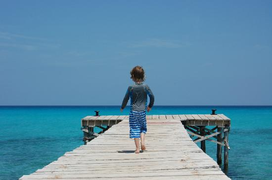 Hotel Viva Bahia: The boardwalk immediately as you walk down on to the beach