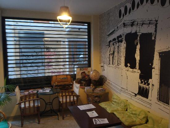 AthenStyle Hostel: lobby