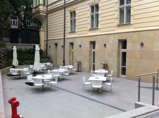 LOFT Hotel Bratislava: outdoor terrasse