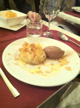 Le Sot L'y Laisse: Chocolate ice-cream + Apple pie