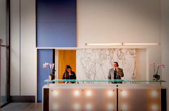 Avenue Suites Georgetown: Front Desk