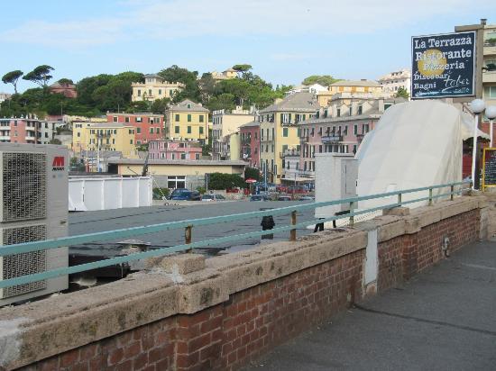 due passi dal Gaslini è la Terrazza Via 5 Maggio n.2 - Picture of La ...