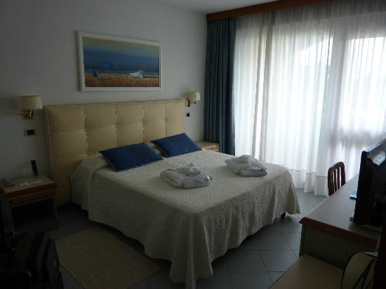 Hotel Eden: Room with ensuite bathroom & balcony