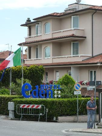 Hotel Eden: Exterior