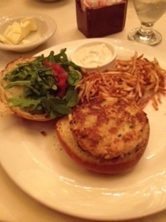 Rod's Steak & Seafood Grille : Crabcake Sandwich