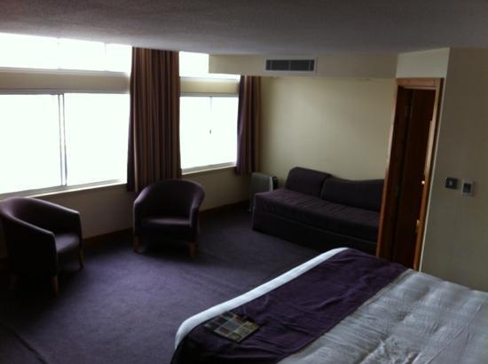 Premier Inn Manchester City Centre (Arena/Printworks) Hotel: decent size room.