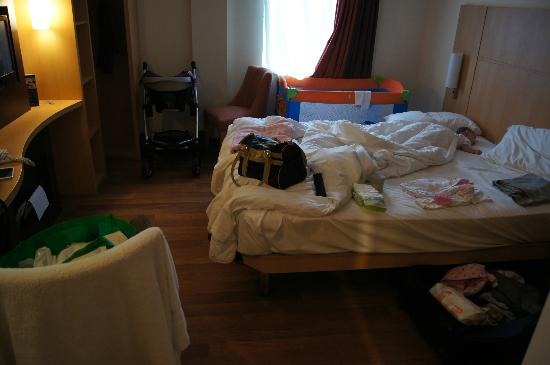 Ibis Belfast Queens Quarter: the double room - just packing...