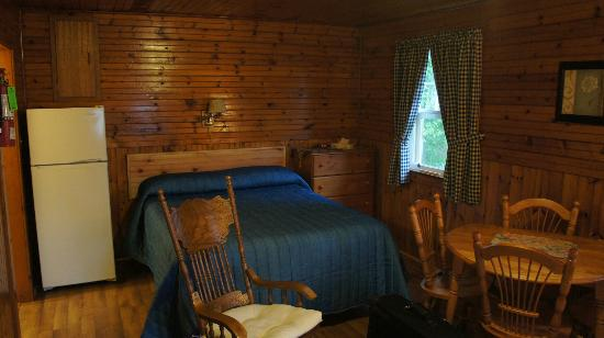 Green Gables Bungalow Court Cottages: Sleeping area