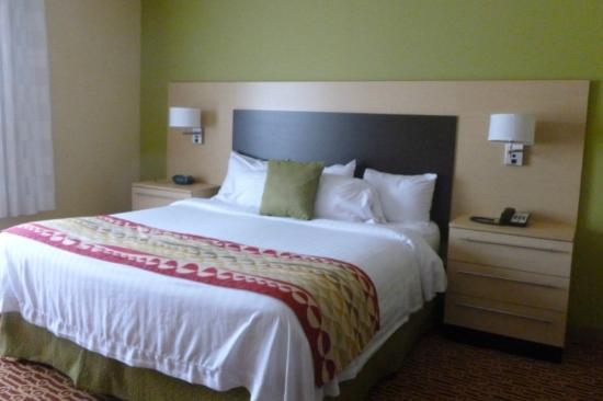 TownePlace Suites Charlotte Mooresville: King room