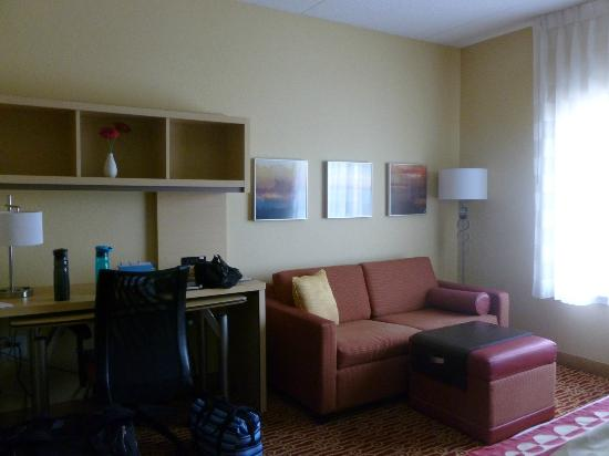 TownePlace Suites Charlotte Mooresville: Living room area