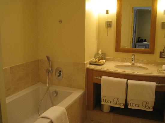 Villa Lara : Bathroom