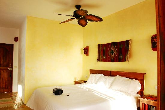 Mayan Beach Garden: Spotless, bright and airy! Room 7/Uxmal.