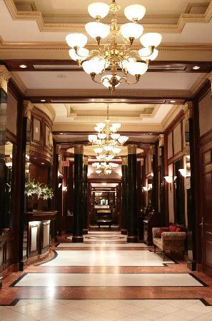 Avalon Hotel: Hotel Lobby