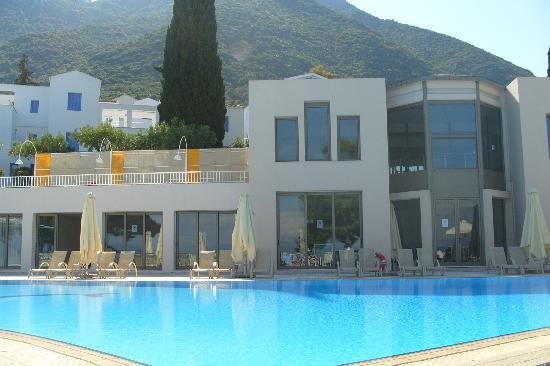Porto Galini Seaside Resort & Spa: Round the Pool