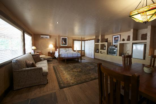 Canyon Vista Lodge - Bed & Breakfast: large rooms