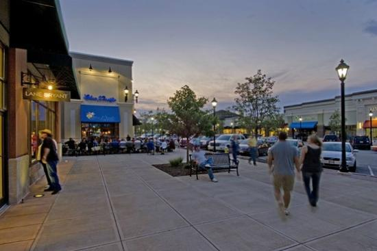 Blue Pacific Grill: Enjoy the weather in our patio
