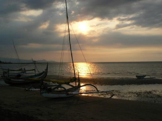 Pasir Putih Beach : pasir putih sunset