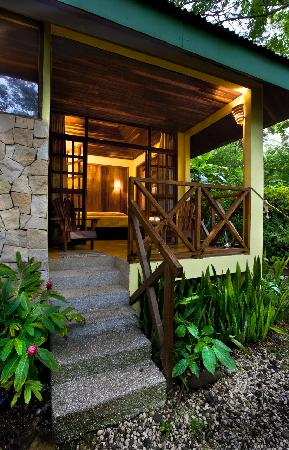 Hotel Tropico Latino: Beachfront Bungalow