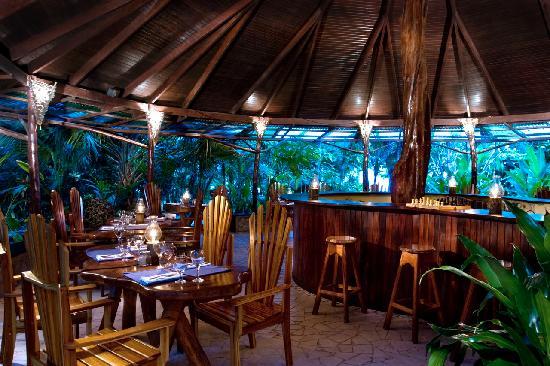 Hotel Tropico Latino: Beachfront Restaurant