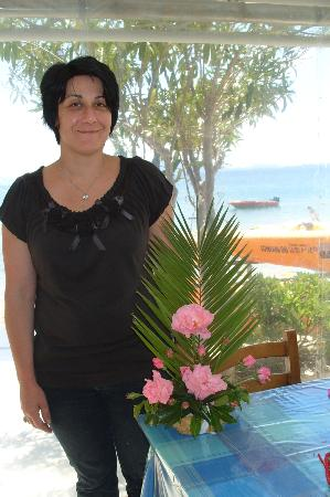 Nikiana Beach: Mavra and her flower arrangement