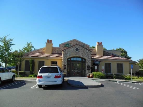 Macaroni Grill: Front Entrance