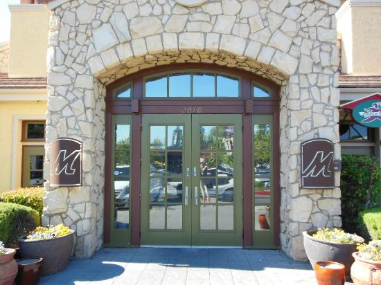 Macaroni Grill: Welcoming Front Doors