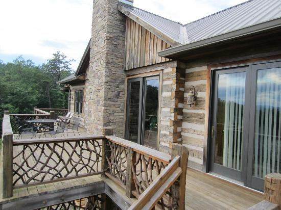 Leatherwood Mountains : Deck at back of house