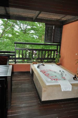 Bo Phut Resort & Spa: Jacuzzi terraza habitación