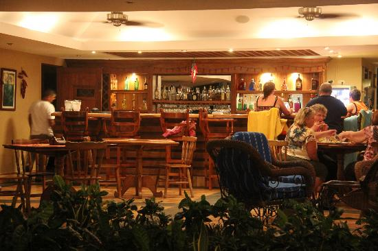 Picante Restaurant and Bar : Bar area of Picante