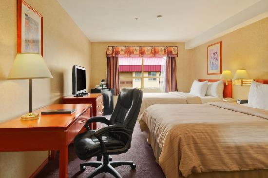 Days Inn - Vancouver Airport: Guestroom with Two Queen Beds