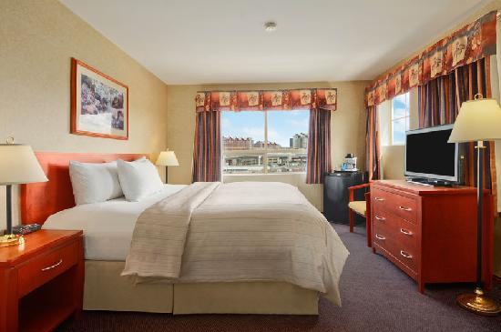 Days Inn - Vancouver Airport: Guestroom with One King Bed