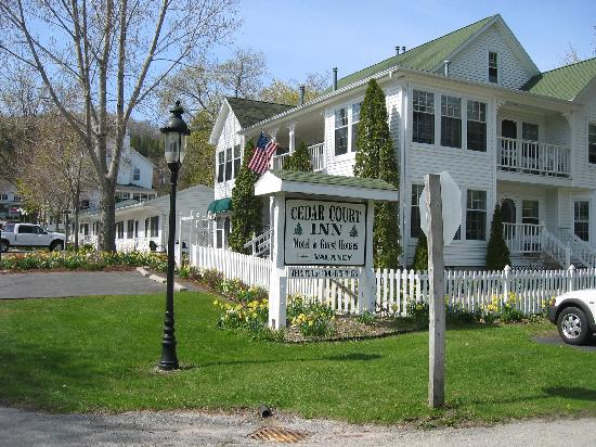 Cedar court inn updated 2018 prices hotel reviews for Door county lodging fish creek