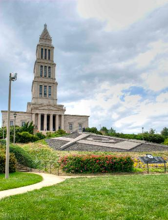 George Washington Masonic National Memorial: Front of this awesome building