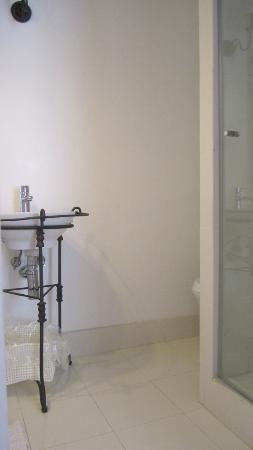 VBJ - Villa Branca Jacinta: ensuite bathroom