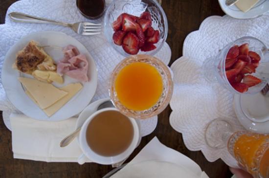 VBJ - Villa Branca Jacinta: beautiful breakfast