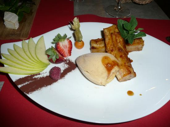 Hotel le Medieval : Fabulous 'Grandma's French Toast' dessert at Le Tour