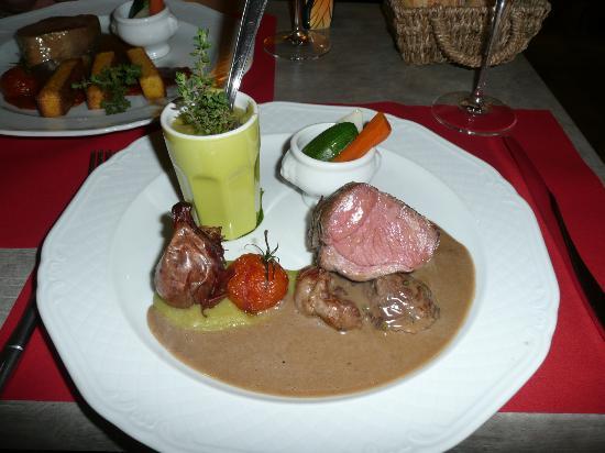 Hotel le Medieval : Superb lamb & pea puree main at Le Tour