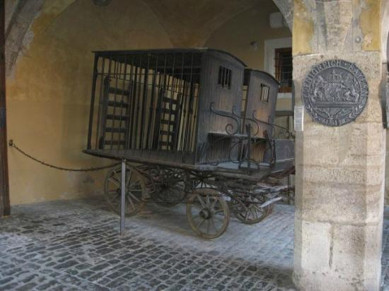 Medieval Crime Museum (Mittelalterliches Kriminalmuseum): Police Van
