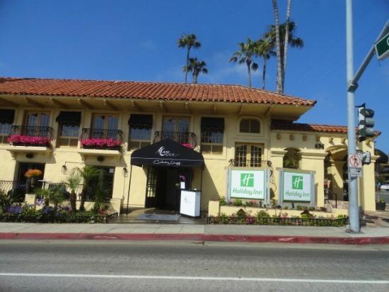 Holiday Inn Laguna Beach: View from Pacific Coast Highway
