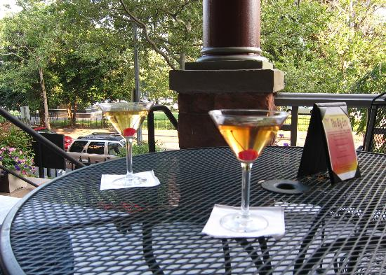 Morrison-Clark Historic Inn & Restaurant : The Big Easy - Thursday Happy Hour - excellent!
