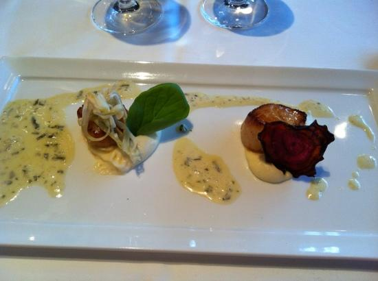 Mares : smoked scallops with coliflower purée