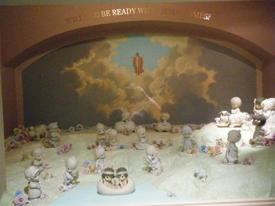 Precious Moments Park : display in the chapel